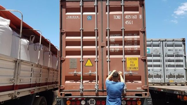 Viaja el primer contenedor de vinos para el hub logístico de Shanghai
