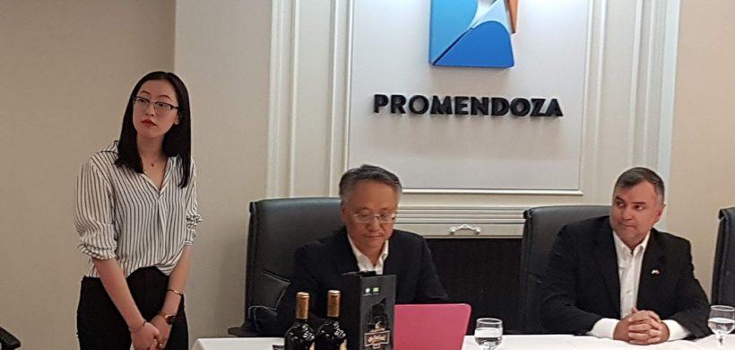 Importante encuentro en Mendoza entre funcionarios y empresarios chinos con referentes del vino